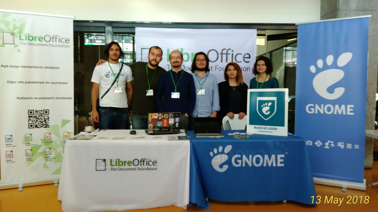 The LibreOffice and the GNOME booths in OYLG18, also with Pardus staff