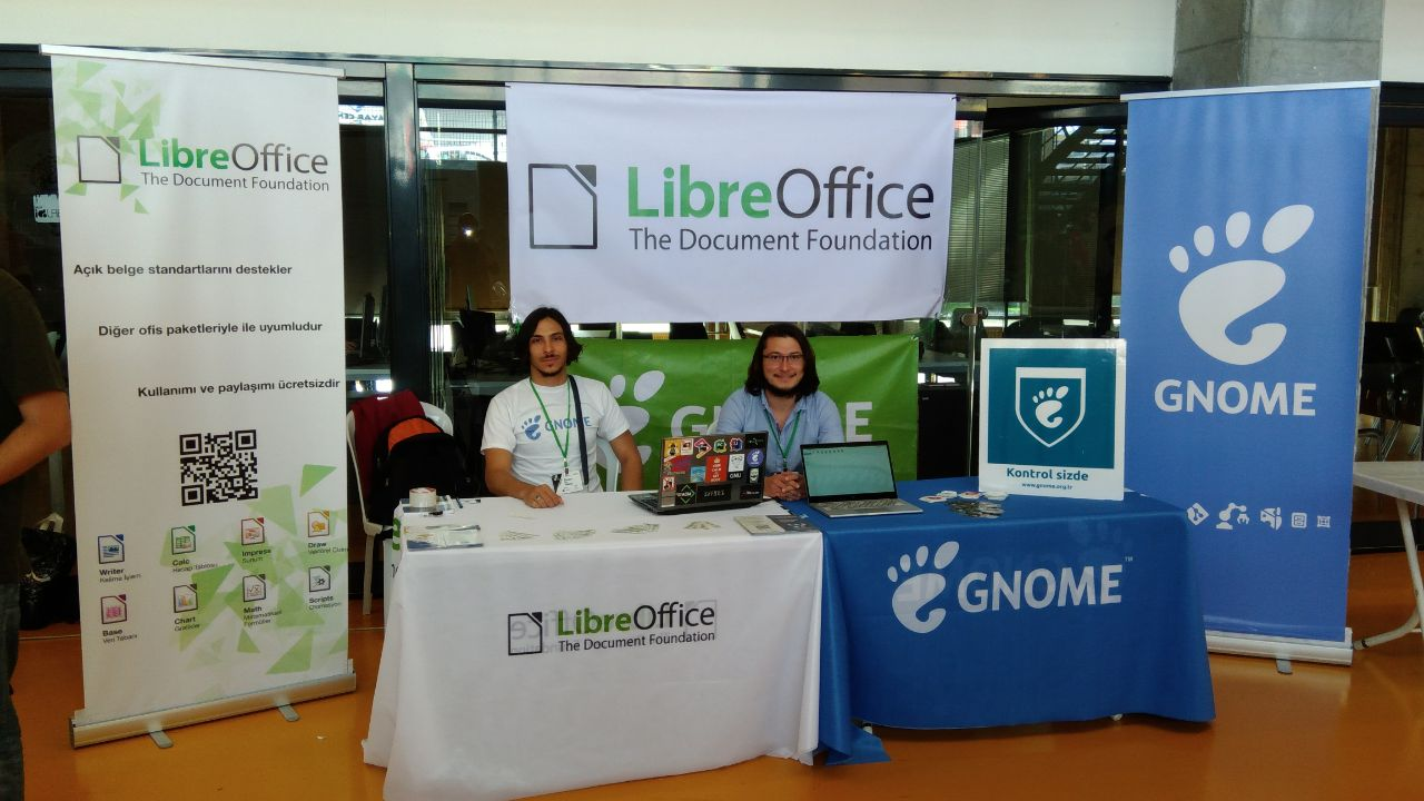 The LibreOffice and the GNOME booths in OYLG18